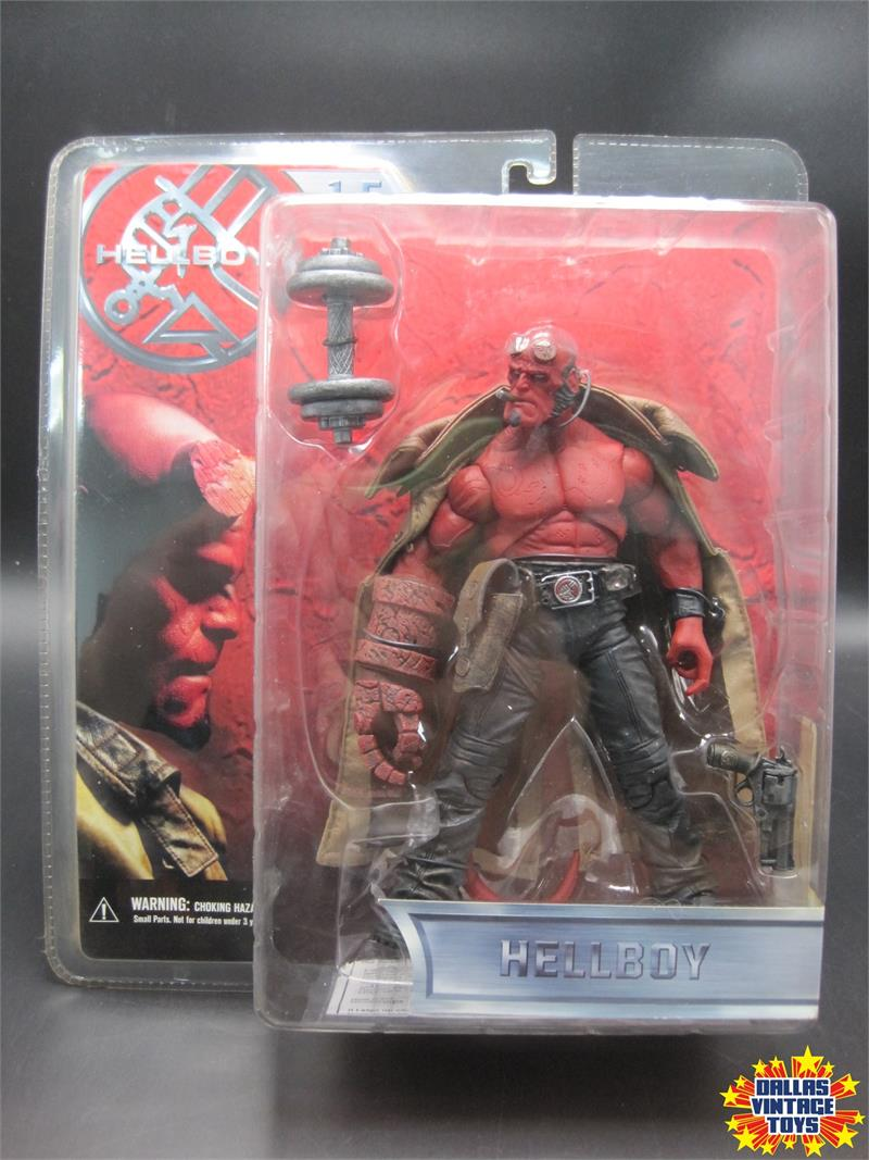 2004 Mezco Hellboy 1 5 Hellboy Shirtless Variant W Dumbbell 1a